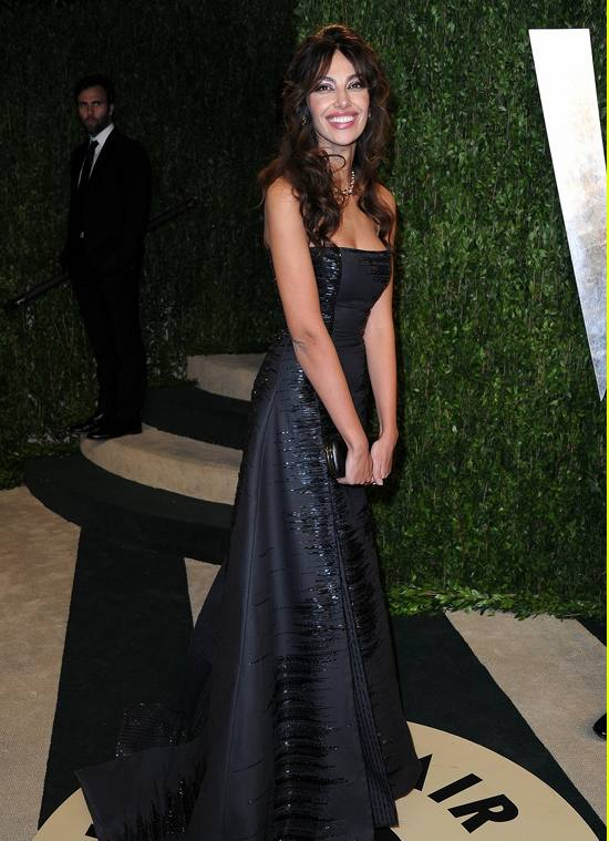 gerard-butler-madalina-ghenea-vanity-fair-oscars-party-2013-03