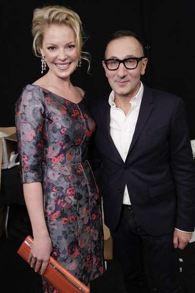 katherine-heigl-and-j-mendel-pose-backstage