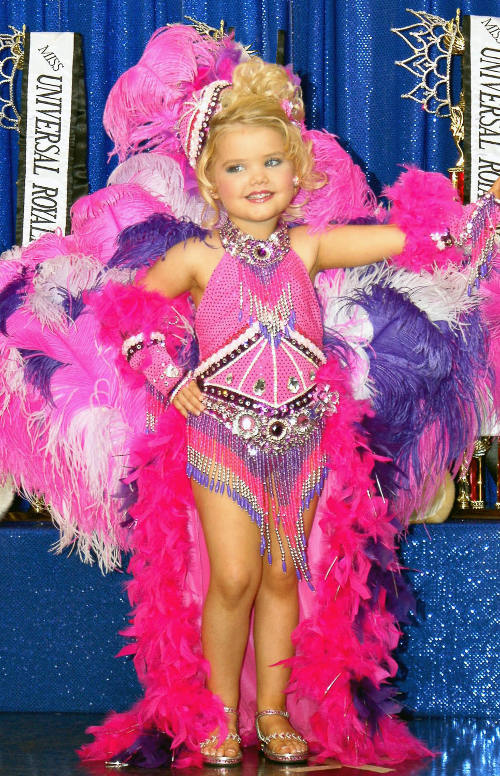 "SONY DSC Little Eden Wood goes through her paces on ""Toddlers & Tiaras"" on TLC"