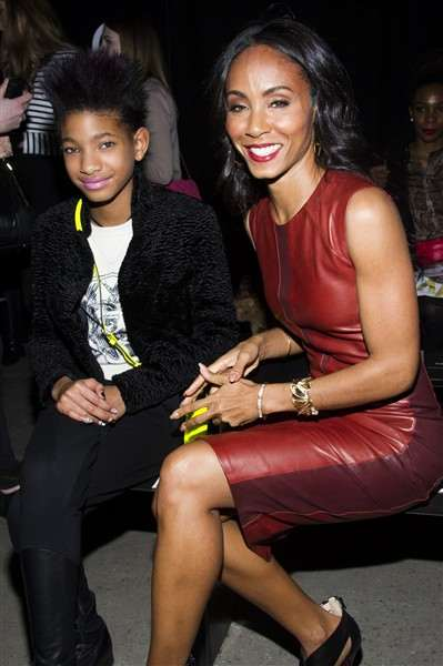 willow-smith-and-jada-pinkett-smith-attend-the-narciso-rodriguez