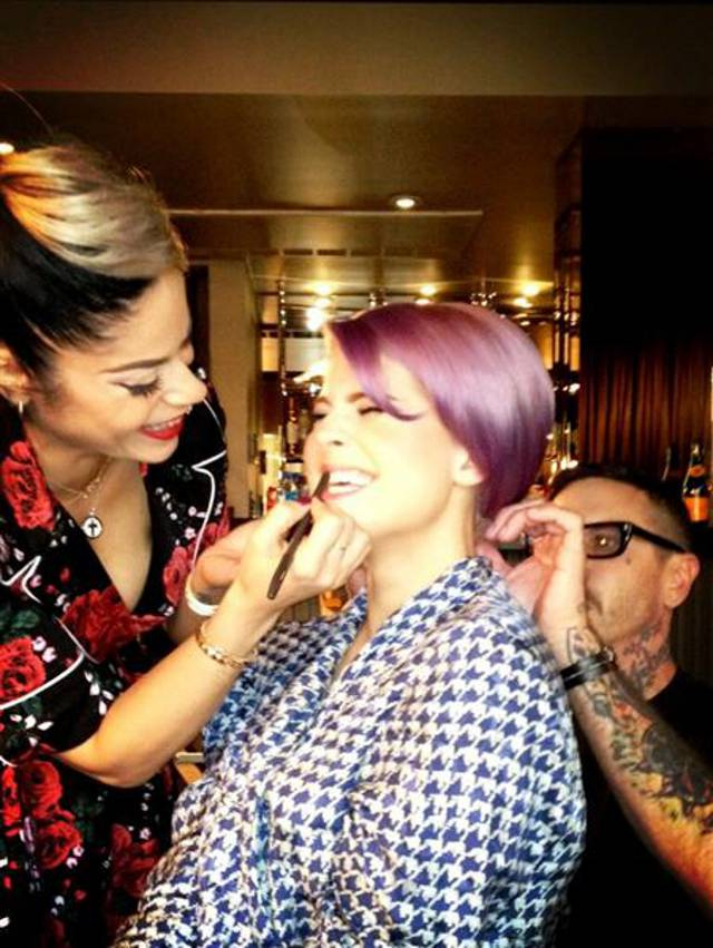 kelly-osbourne-getting-ready