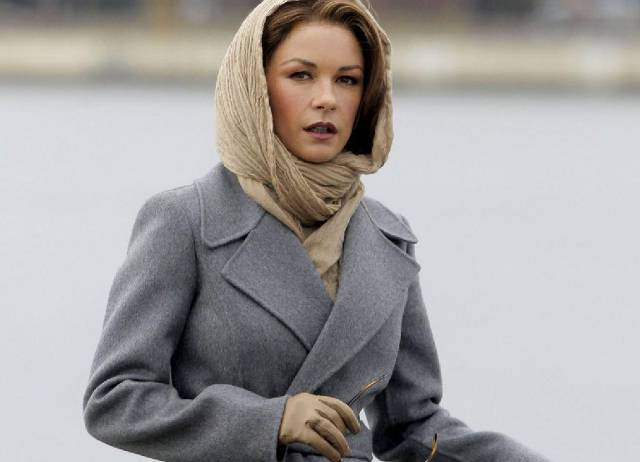 Catherine-Zeta-Jones-Set-of-Broken-City-Photos3