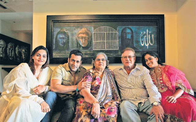Salman-Khan-with-his-family