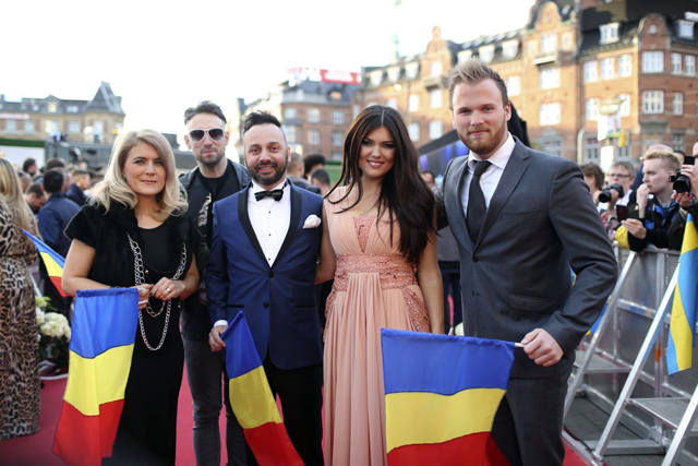 paula-seling-ovi-red-carpet-eurovision-2