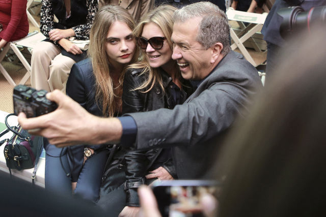 Cara Delevingne, Kate Moss and Mario Testino on the front row of the Burberry Prorsum Spring_Summer 2015 Sho_001