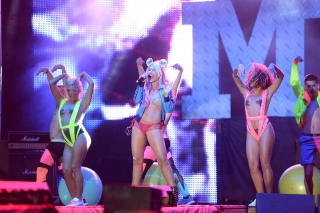 Corina-show-Media-Music-Awards-2014-2