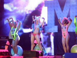 Corina-show-Media-Music-Awards-2014-4