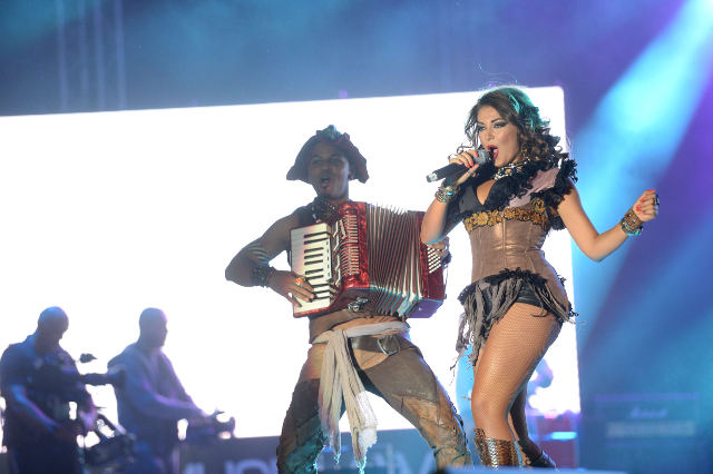 Mandinga-show-Media-Music-Awards-2014-4