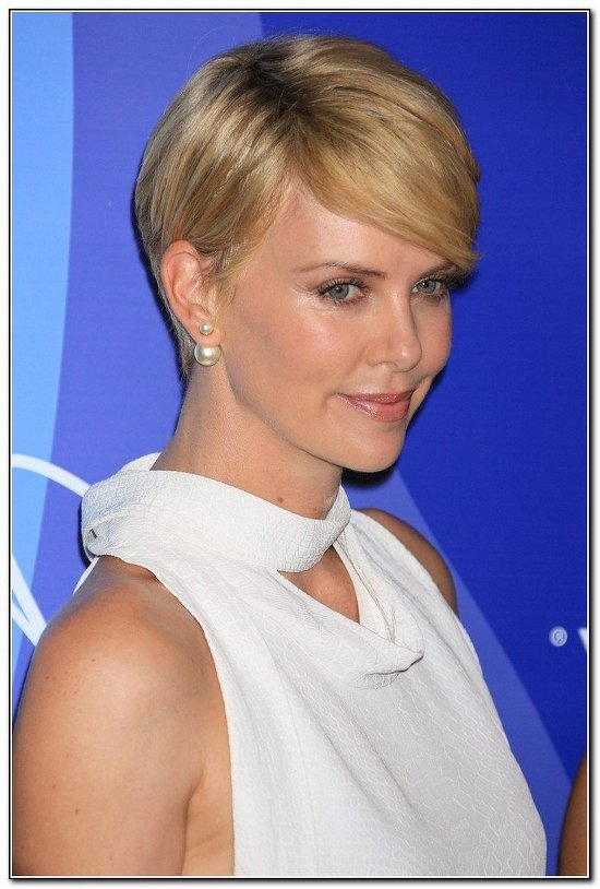 charlize-theron-double-pearl