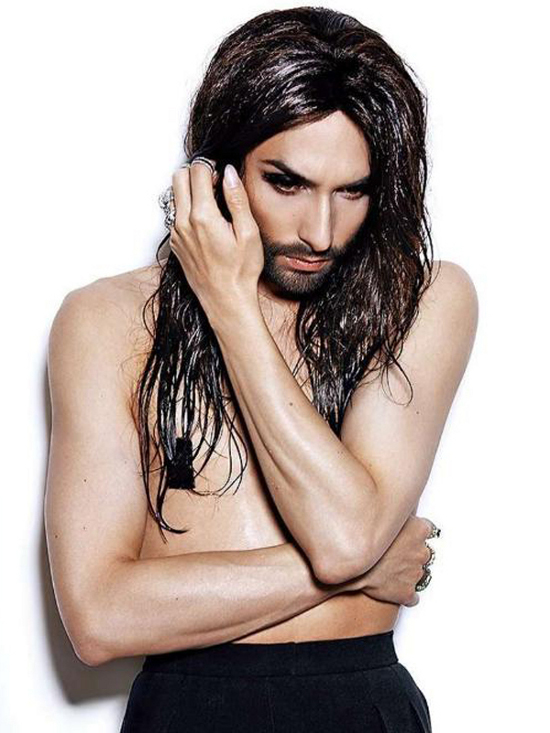 conchita-wurst-topless2
