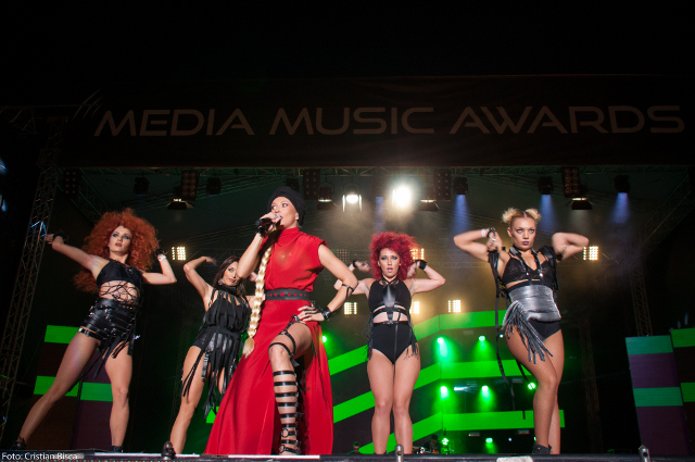 media-music-awards-lora