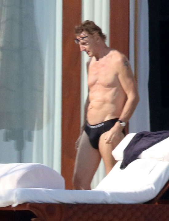 liam-neeson-nearly-nude-photos-10