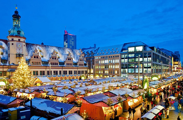 Leipzig Christmas market in front of the Old City Hall; photo credit: Dirk Brzoska. Picture can be used free of charge for editorial purposes in connection with coverage about Leipzig. Please mention the copyright (name of photographer). If you wish to publish the images online, you need to attach the source visibly in or below the picture in the caption or as mouseover. (PRNewsFoto/Leipzig Tourismus und Marketing)