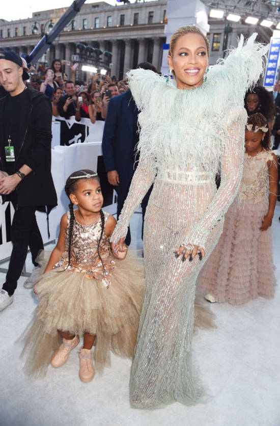beyonce-blueivy-red-carpet-vma