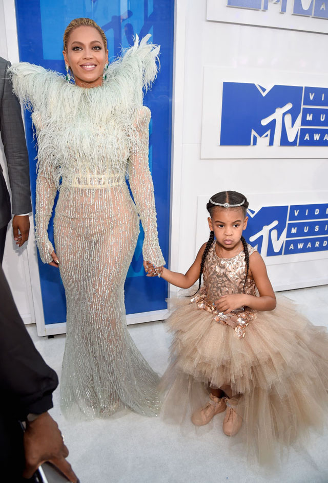 beyonce-red-carpet-vma-1