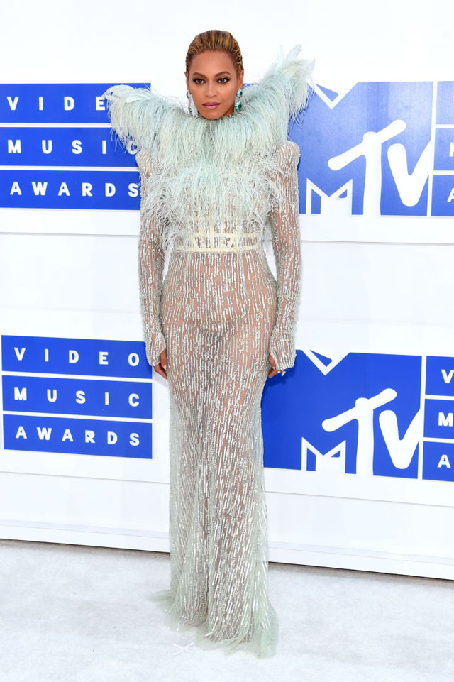 beyonce-red-carpet-vma-2