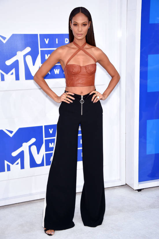 joan-smalls-red-carpet-vma