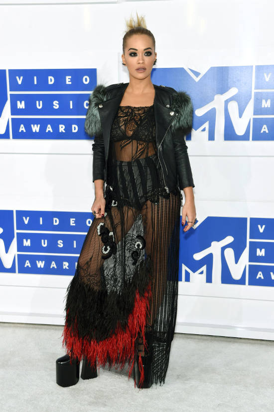 rita-ora-red-carpet-vma