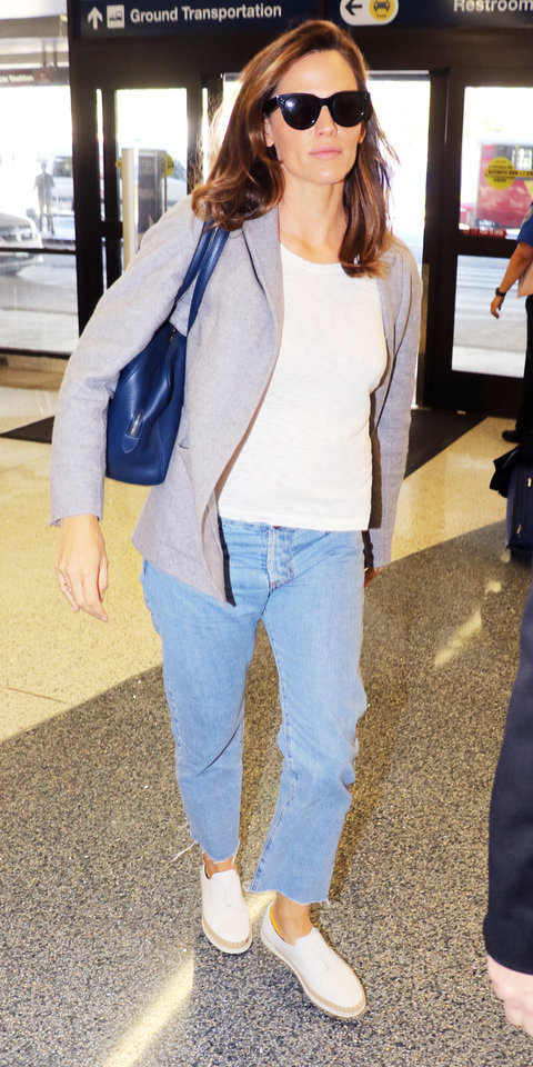 Los Angeles, CA - Actress and avid Hillary Clinton supporter, Jennifer Garner, is seen arriving to LAX this AM for departing flight out of the City of Angels to make her way to Hillary Clinton's next rally! The 44-year old is scheduled to speak on behalf of the Democratic Nominee and urge the undecided population to side with HER. AKM-GSI October 10, 2016 To License These Photos, Please Contact : Maria Buda (917) 242-1505 mbuda@akmgsi.com sales@akmgsi.com or Mark Satter (317) 691-9592 msatter@akmgsi.com sales@akmgsi.com www.akmgsi.com